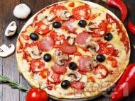 Пица с колбас, домати и маслини
